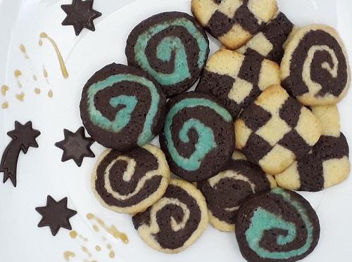 Weihnachtsbäckerei – Buntes Schwarz-Weiß-Gebäck