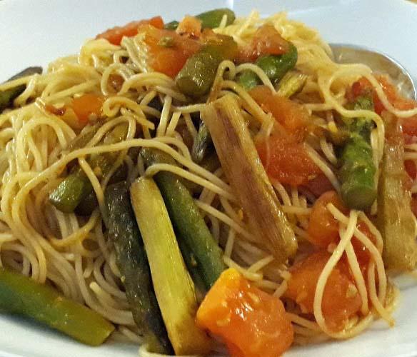 Schnelle Spargel-Pfanne – frisch vegetarisch