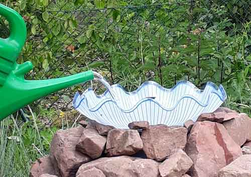DIY Deko für den Garten und Wasser für die Bienen