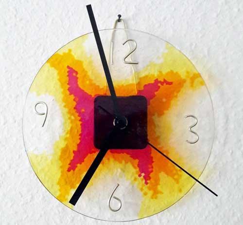 DIY Uhr aus Schmelzgranulat